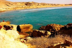 بلوچستان کا سبزی مائل نیلگوں سمندر۔ کیا کوئی اس میں مچھلی کے جال کی نشاندہی کر سکتا ہے؟