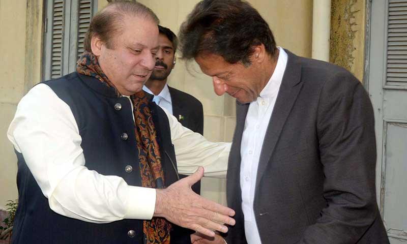 نواز شریف فیصلہ کریں: عمران خان کو گرانا ہے یا جمہوریت کو بچانا؟