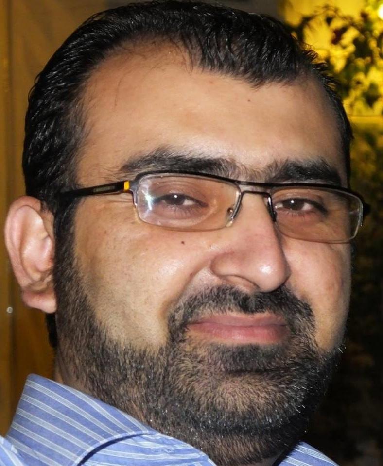 احمدی جواب دیتے ہیں