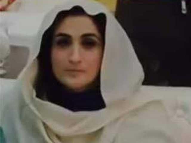 محترمہ بشری مانیکا کون ہیں؟ عمران خان سے پہلی مرتبہ کب ملیں؟