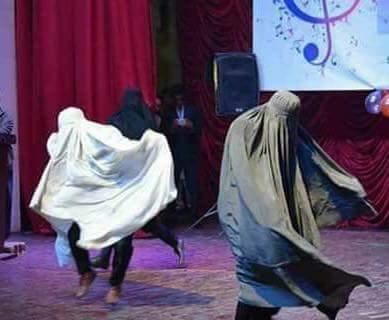 شٹل کاک برقعہ میں رقص اور ضلعی ناظم پشاور