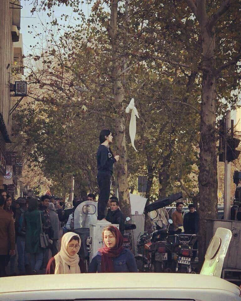 ایران: مزاحمت کی علامت بن جانے والی خاتون
