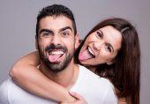 مزاحیہ اور ہنس مکھ نوجوان کیوں پسند کیے جاتے ہیں؟