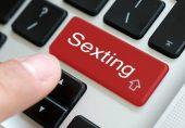 رات کے اندھیرے میں چمکتے موبائل اور Sexting