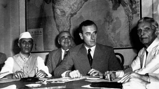 جواہر لعل نہرو اور لارڈ ماؤنٹ بیٹن کے ساتھ محمد علی جناح