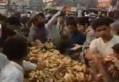 مزار اقبال، مولوی خادم رضوی اور کیلوں کی ریڑھی: یہی شیخ حرم ہے جو چرا کے بیچ کھاتا ہے