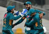 پاکستان نے نیوزی لینڈ کو دو رنز سے شکست دے کر ٹی ٹوئنٹی میچوں میں مسلسل گیارہویں کامیابی حاصل کر لی