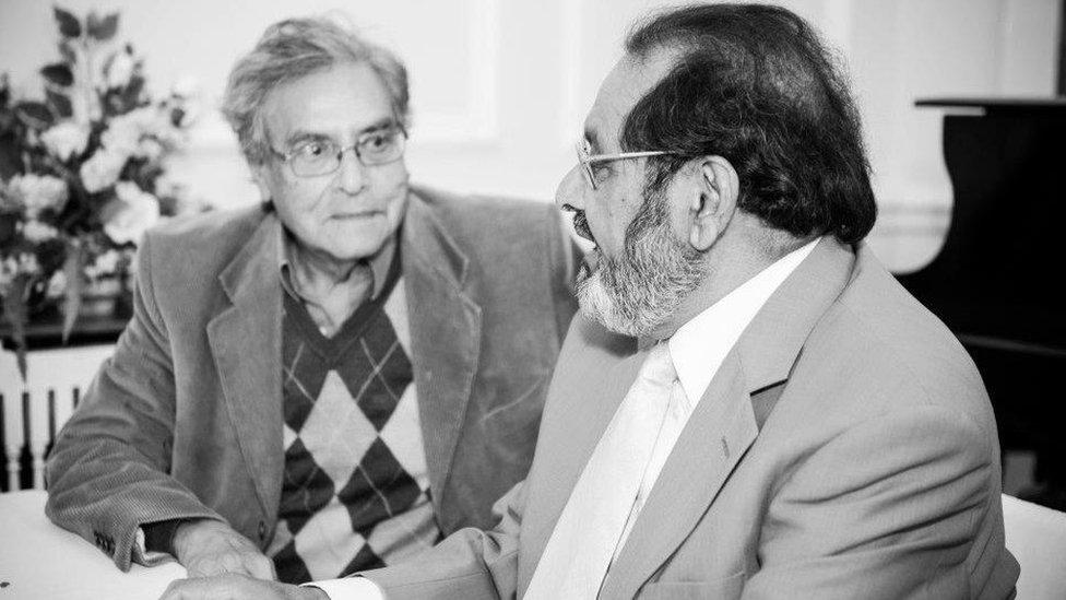 راشد اشرف (دائیں) وقار احمد (بائیں)