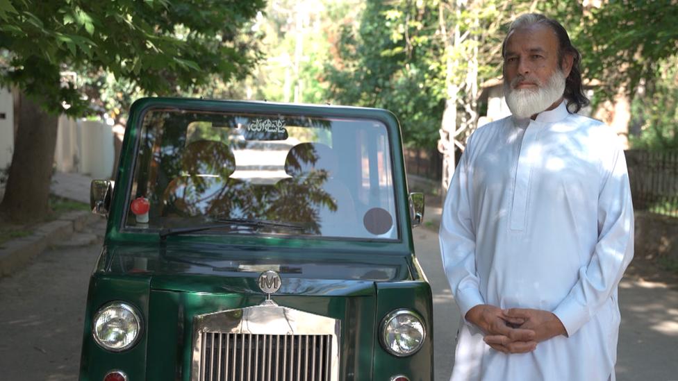 مرزا عبدالمجید کی گاڑی