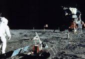 چاند پر انسانی کمند اور سازشی مفروضے: 'بغیر ہوا لہراتا امریکی پرچم اور ستاروں سے عاری آسمان'