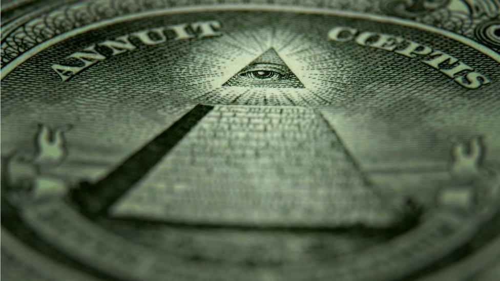 امریکا کے ایک ڈالر کے نوٹ کے پیچھے کا نشان جس کے بارے خیال کیا جاتا ہے کہ اس کا کوئی خفیہ مطلب ہے