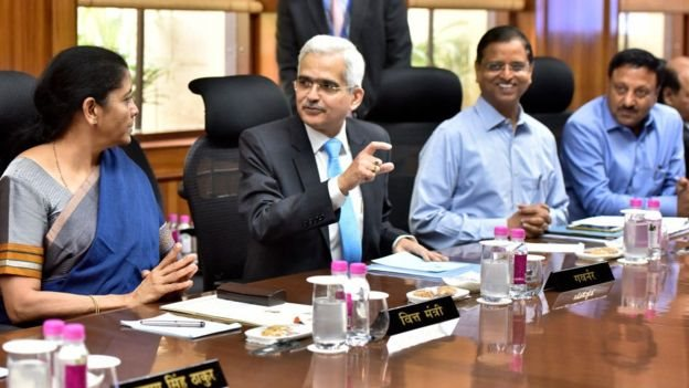آر بی آئی گورنر شکتی کانت داس اور وزیر خزانہ نرملا سیتا رمن