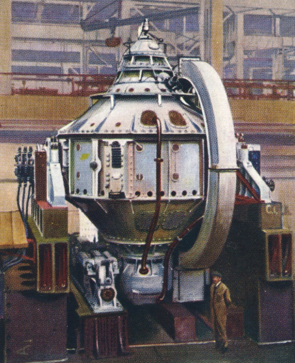A cigarette card illustration of a gyrocompass built by the Sperry Gyroscope Company, from a 1938 series called