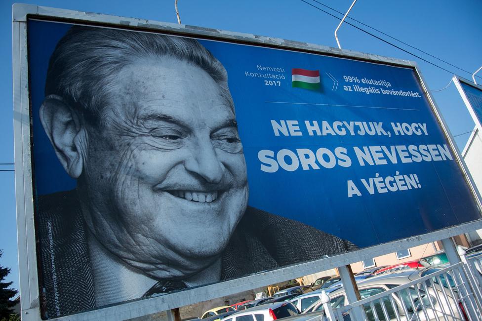 ہنگری میں جارج سوروس کے خلاف لگایا گیا ایک بل بورڈ