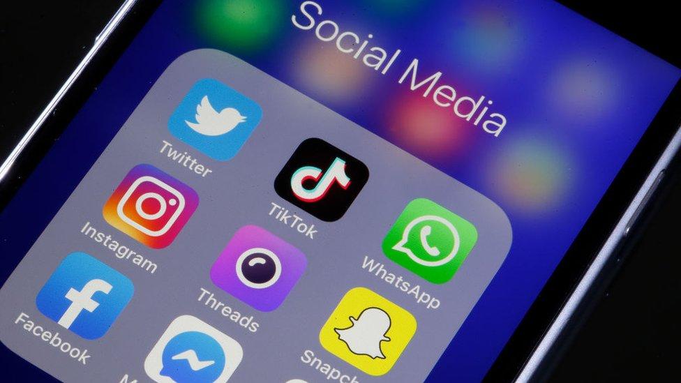 سوشل میڈیا