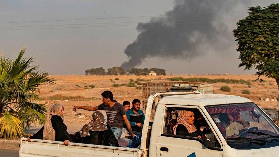 شمالی شام میں دھوئیں کے بادل دیکھے جا سکتے ہیں