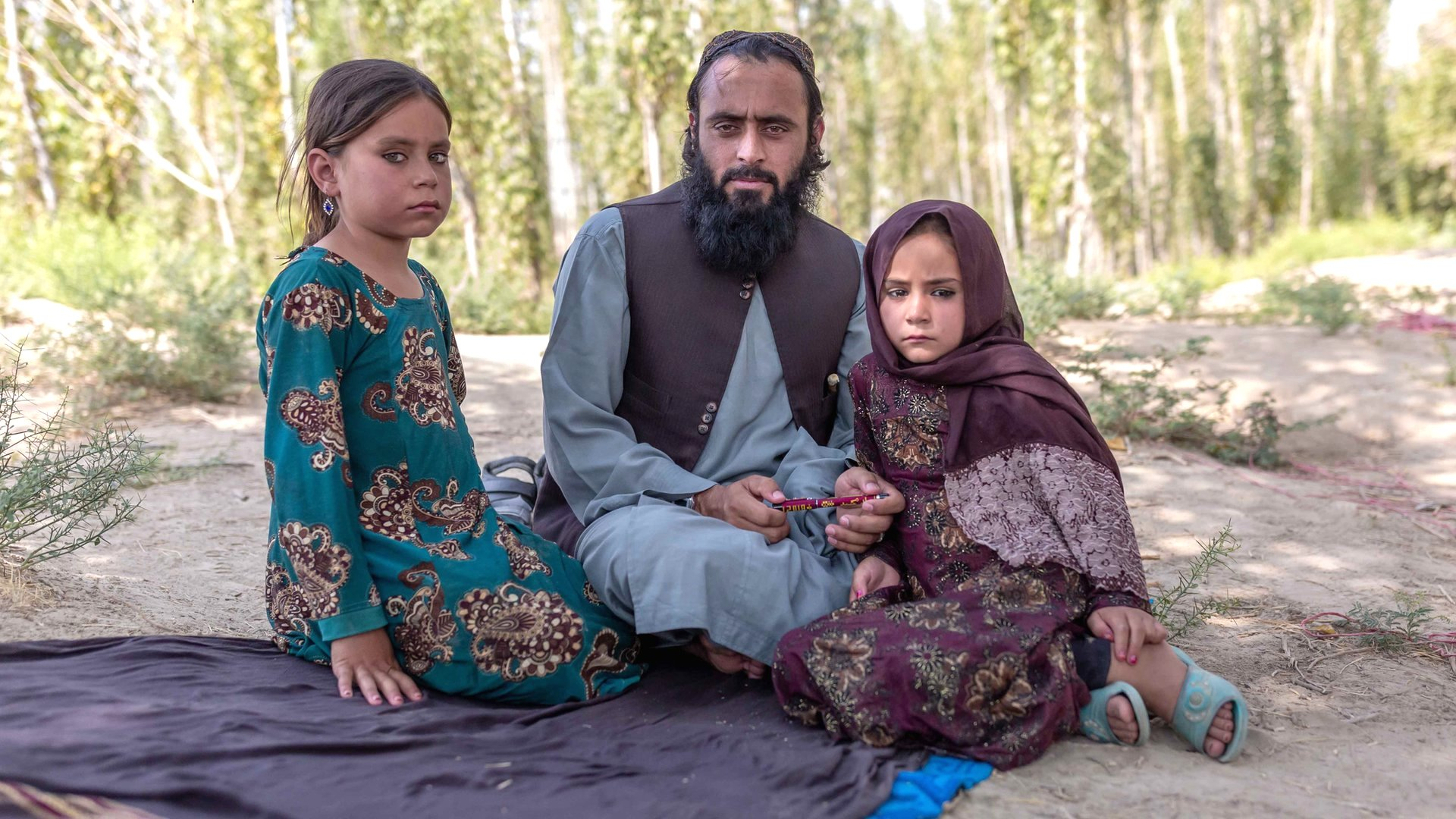 Qari Sayed Muhammed with his daughters