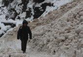 پاکستان کے زیر انتظام کشمیر کی وادی نیلم:: 'راستے میں کئی بار موت سامنے کھڑی ملتی ہے'