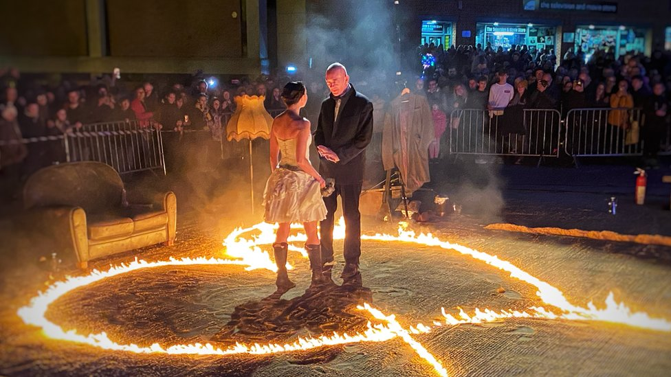 Amor performed by Bilbobasso street fire theatre