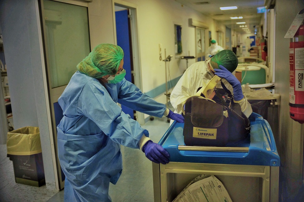 ہسپتال میں دو نرسیں