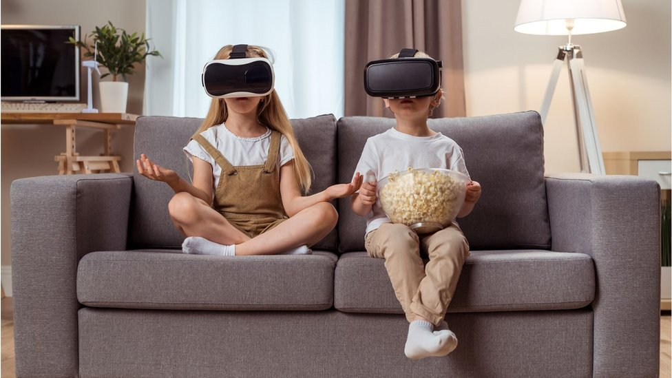 Children with VR goggles