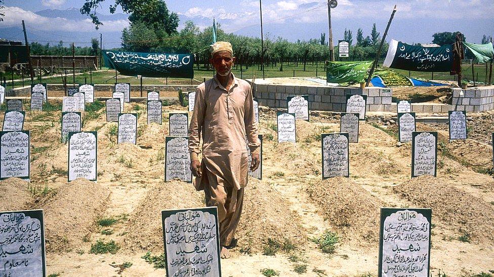 کشمیری شہدا کا قبرستان (فائل فوٹو)