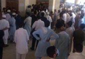پشاور کے کمرۂ عدالت میں توہین رسالت کے ملزم کا قتل: سہولت کاری کے الزام میں جونیئر وکیل جیل منتقل