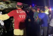 کراچی سپر ہائی وے پر وین حادثہ، کم از کم 12 افراد ہلاک ہو گئے