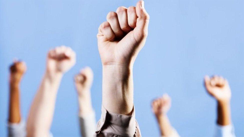 حمایت و مخالفت