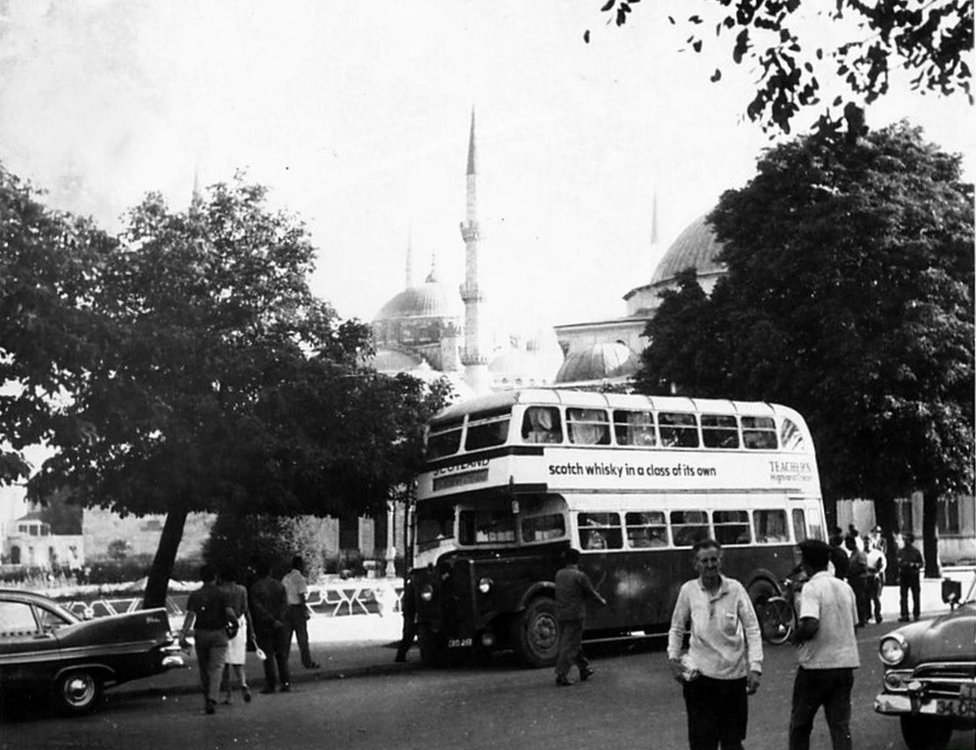آیا صوفیہ کے باہر بس پارک