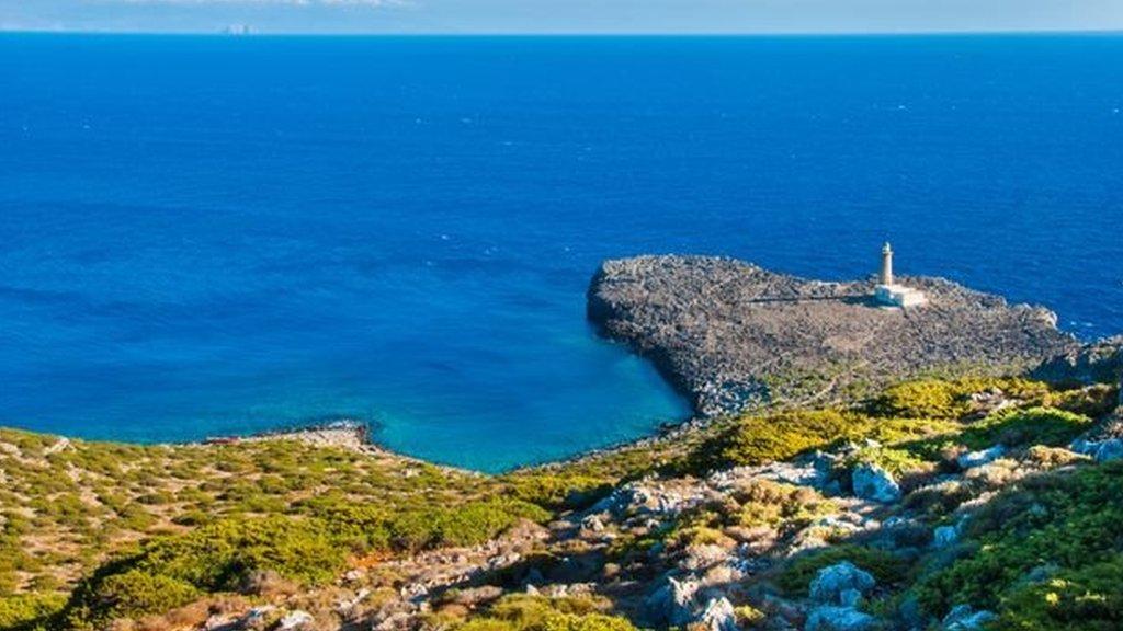 یہ جزیرہ وہاں واقع ہےجہاں تین سمندر ملتے ہیں
