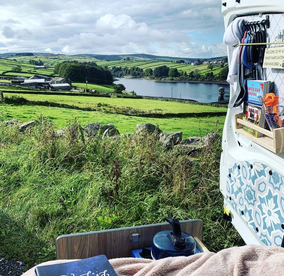 کلوئی اپنی وین 'برینڈا' کو برطانیہ کے خوبصورت مقامات تک لے گئی ہیں اور اگلے سال یورپ کے سفر پر جانے کا ارادہ رکھتی ہیں
