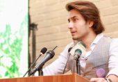 علی ظفر، میشا شفیع تنازع: گلوکار کو نمل نالج سٹی میں بطور سفیر تعینات کرنے پر سوشل میڈیا صارفین کا ملا جلا ردعمل