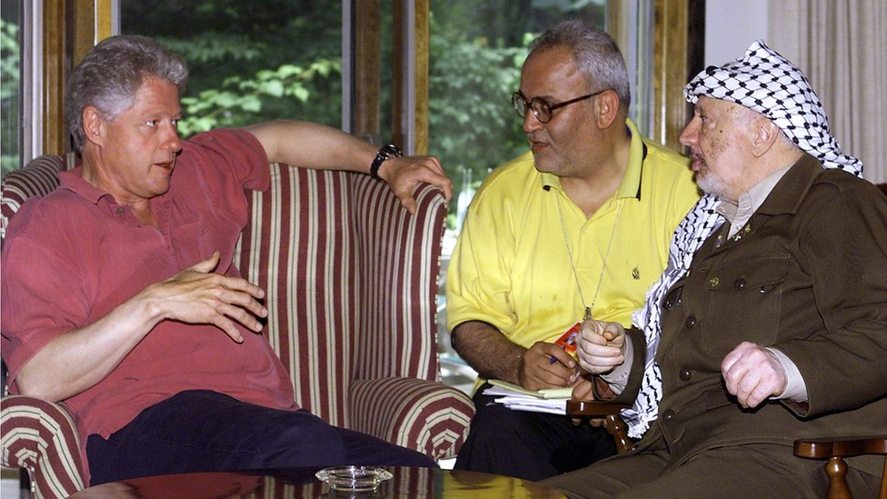 Saeb Erekat with Bill Clinton and Yasser Arafat