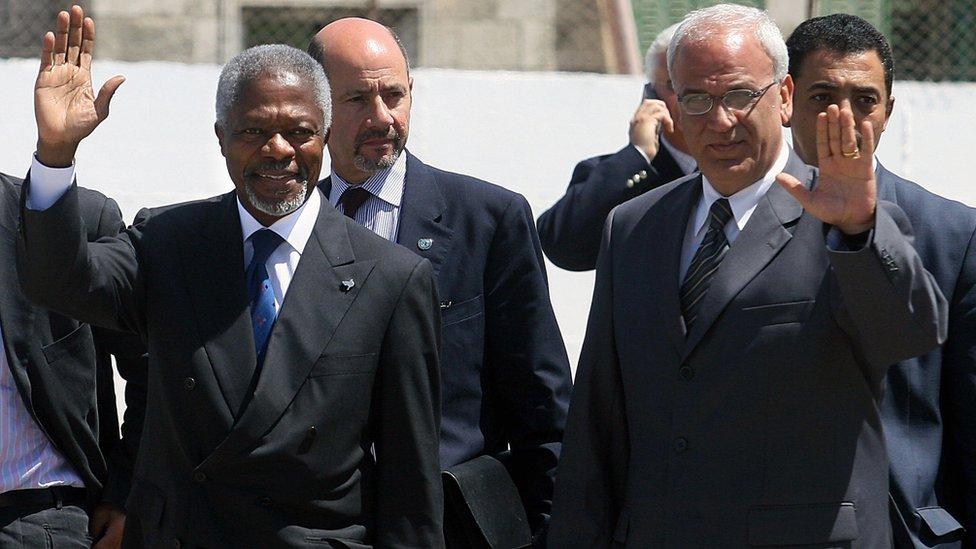 Kofi Annan, left, and Saeb Erekat, right