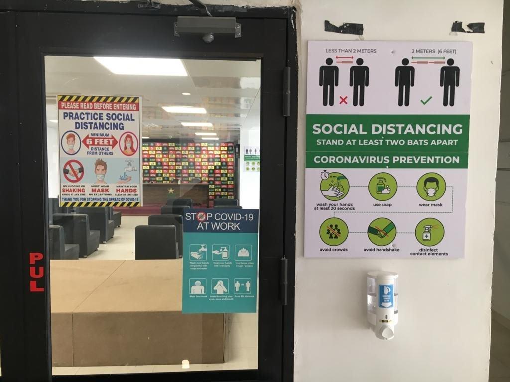 'پریس باکس میں سماجی فاصلے'