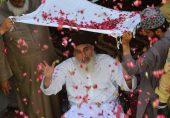خادم حسین رضوی: تحریک لبیک پاکستان کے سربراہ کی نمازِ جنازہ کے لیے لوگ مینار پاکستان کے اردگرد جمع