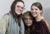 ادریس خٹک: ایک برس سے 'لاپتہ' انسانی حقوق کے کارکن کی اپنی بیٹی تالیہ سے پہلی ملاقات