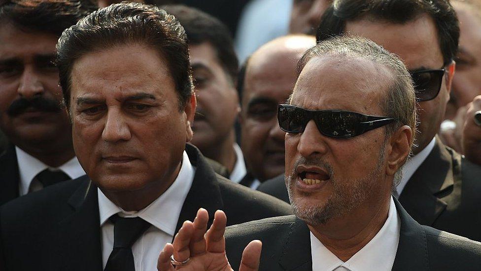 نعیم بخاری حکمراں جماعت پاکستان تحریک انصاف سے وابستہ ہیں