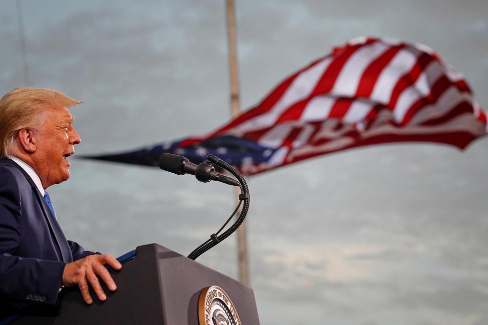 24 ستمبر کو امریکی صدر ڈونلڈ ٹرمپ فلوریڈا کے شہر جیکسنول میں ایک انتخابی ریلی سے خطاب کرتے ہوئے۔