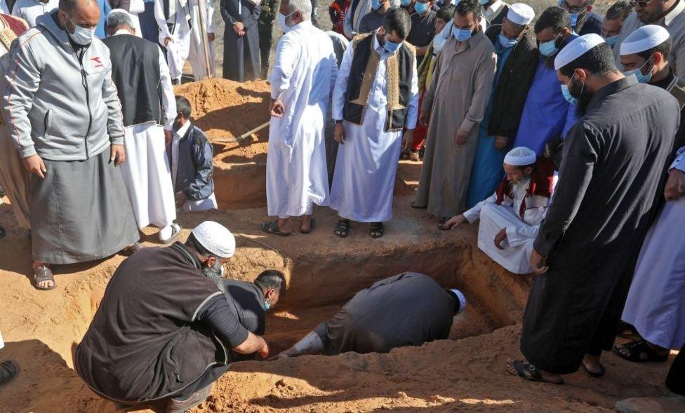 13 نومبر 2020 کو ایک لاش کی دوبارہ تدفین