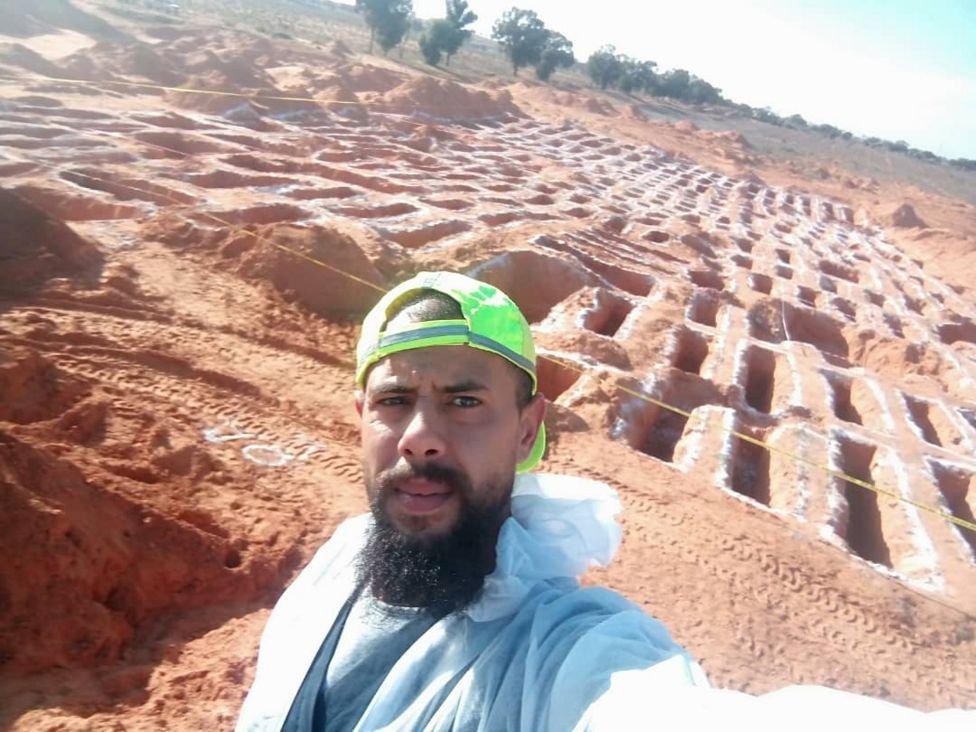 وادہ الکیش اجتماعی قبروں کی کھدائی میں مدد کر رہے ہیں