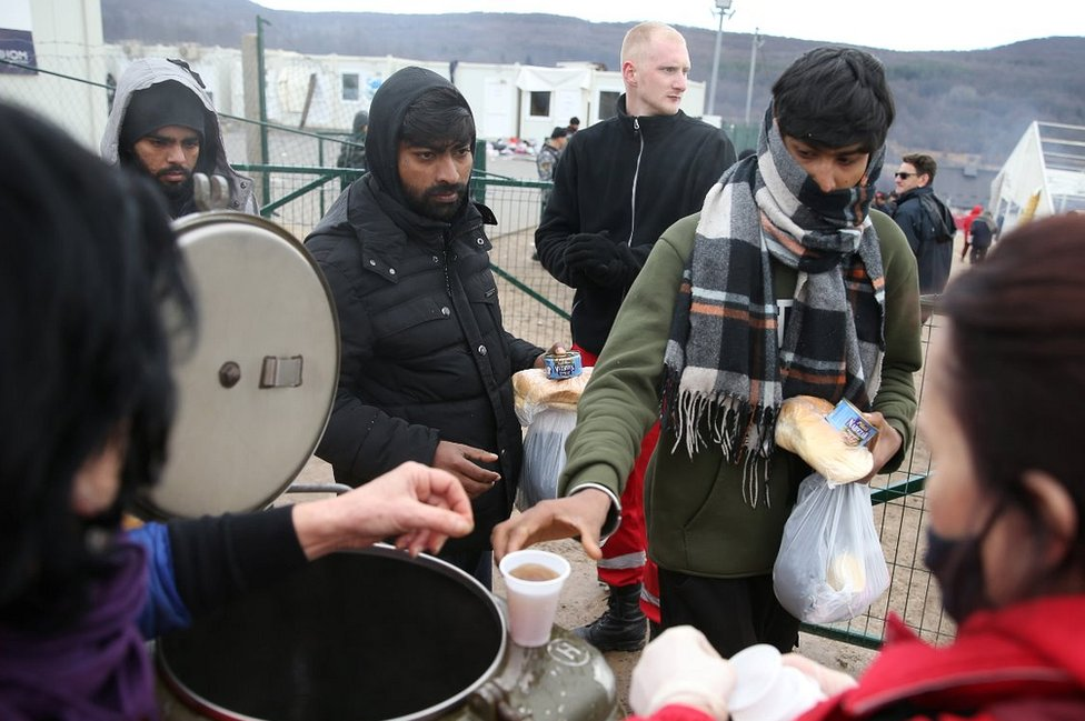 Migrants getting food, 5 Jan 21