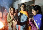 لوہڑی کا تہوار: پنجاب میں لڑکیاں 'مغلوں سے پھانسی پانے والے دُلا بھٹی' کے گیت کیوں گاتی ہیں؟