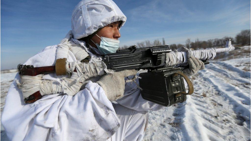 قازق فوجی الماتی کے علاقے میں تربیتی مشکوں کے دوران