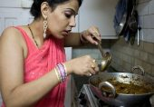 انڈیا: خواتین کو گھریلو کام پر معاوضے کی ادائیگی کی تحریک زور پکڑنے لگی