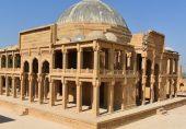 مکلی قبرستان: جام نظام کا 'سانس لیتا' مقبرہ، 'جہاں کیل لگانا ممنوع ہے وہاں پہاڑ توڑنے کا آلہ استعمال ہوا'