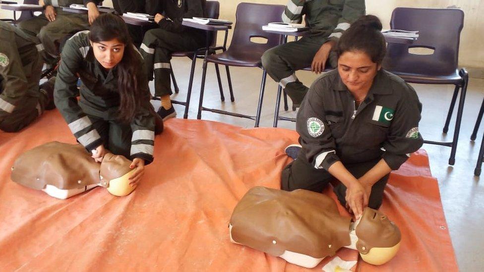 خواتین امدادی کارکن
