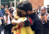 یونیورسٹی آف لاہور: لڑکی کی مجمعے کے سامنے لڑکے کو شادی کی پیشکش، سوشل میڈیا پر دلچسپ تبصرے