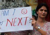 سڑکوں پر خواتین کے ساتھ پیش آنے والے جنسی ہراس کے واقعات: 'مرد سمجھتے ہیں کہ سڑکیں ان کی جاگیر ہیں'